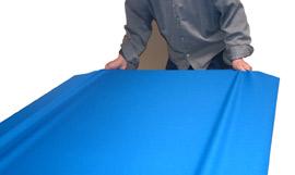 Poser le tapis sur la largeur de l'ardoise du billard