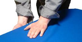 Poser le tapis sur la longueur de l'ardoise du billard
