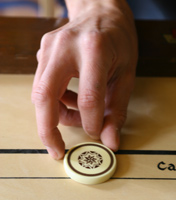Le tir avec l'index au carrom